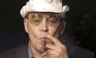 Hunter-S-Thompson-at-home-006
